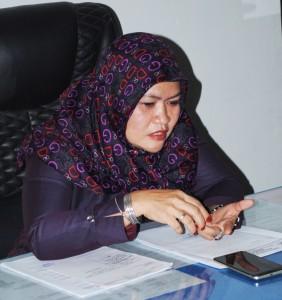 Ibu Ketua DPRD Madina Hj Leli Artaty S.Ag